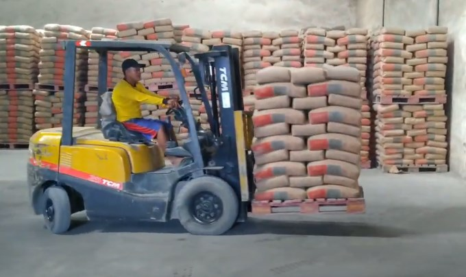 Sewa Forklift Solo