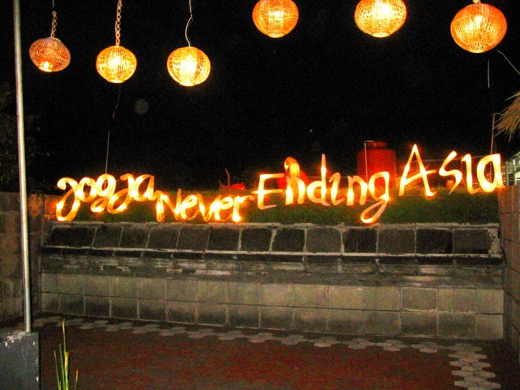 Pesta Lampion Setiap Hari di Taman Pelangi Monjali