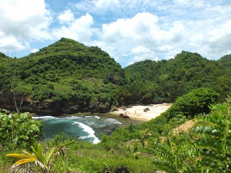 Pantai Ngetun GunungKidul Teluk Mungil Indah Jarang Terjamah