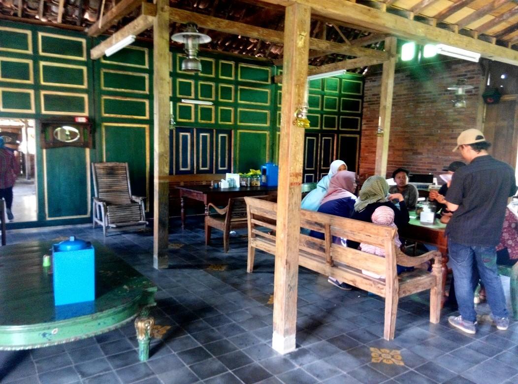 Warung Kopi Klotok Pakem, Nikmatnya Hidangan Ndeso di Kaki Merapi