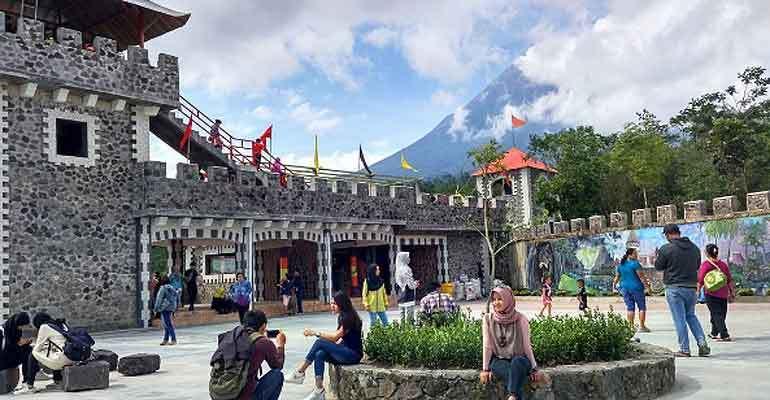 The Lost World Castle, Benteng Takeshi di Kaki Merapi